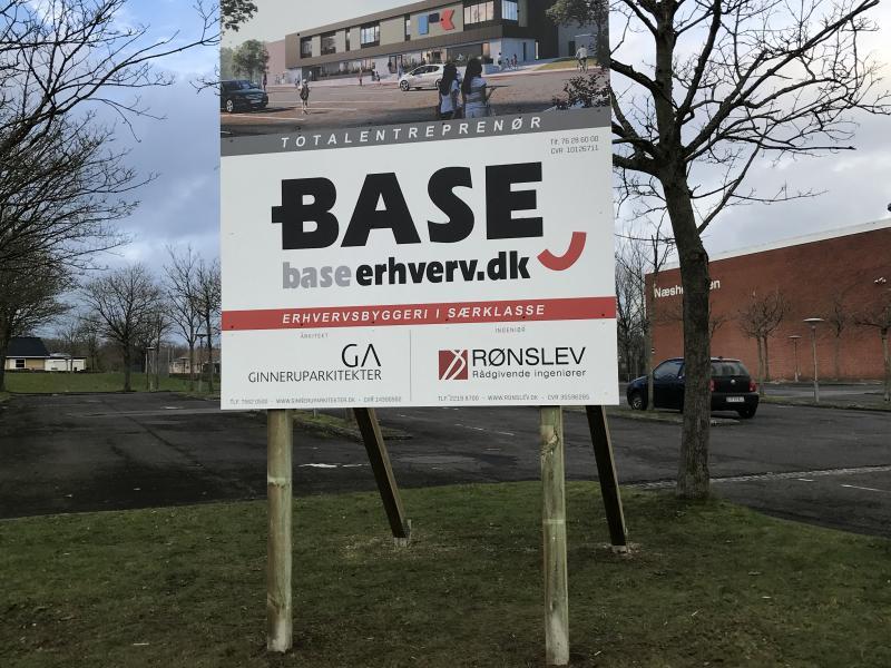 Byggepladsskilt for BASE Erhverv
